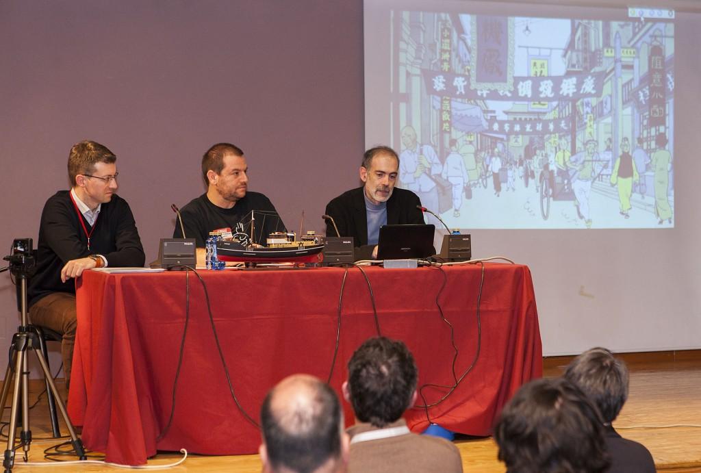 Fernando Zaparaín (a la derecha) durante su ponencia acompañado por Fernando Rodríguez (centro) y yo