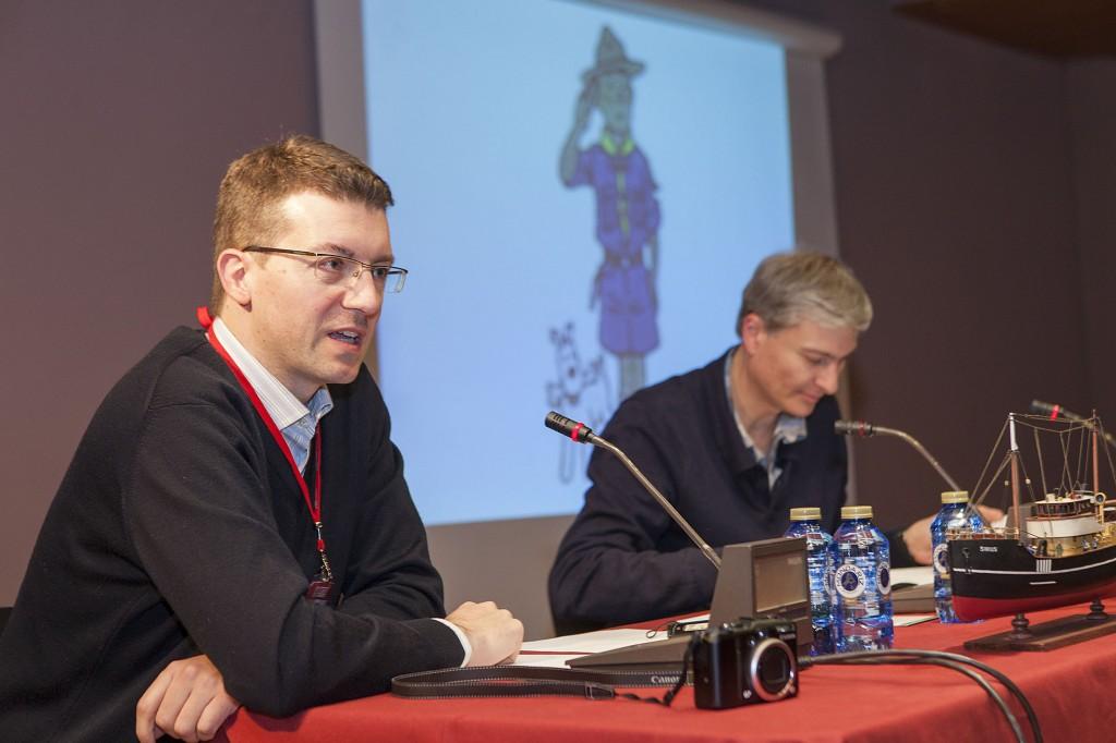 David Baker (a la derecha) y yo durante la mesa redonda