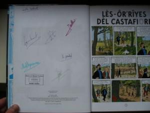 Libro con las firmas de los traductores