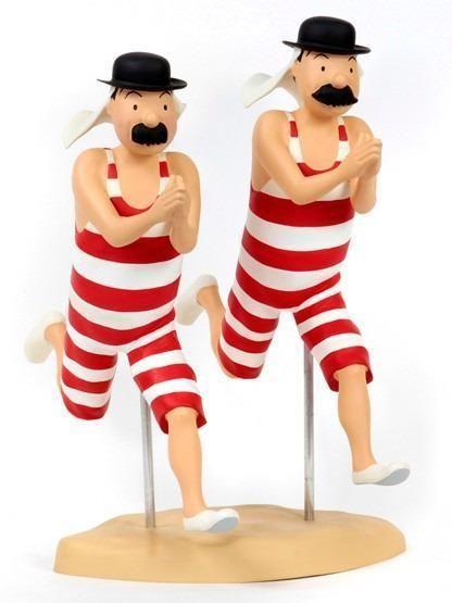 Figura de resina de los Hernández y Fernández en traje de baño.