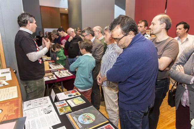 Alejandro comentando la exposición. Foto: Jesús Caso.