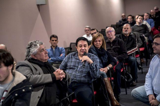 El público participando del debate