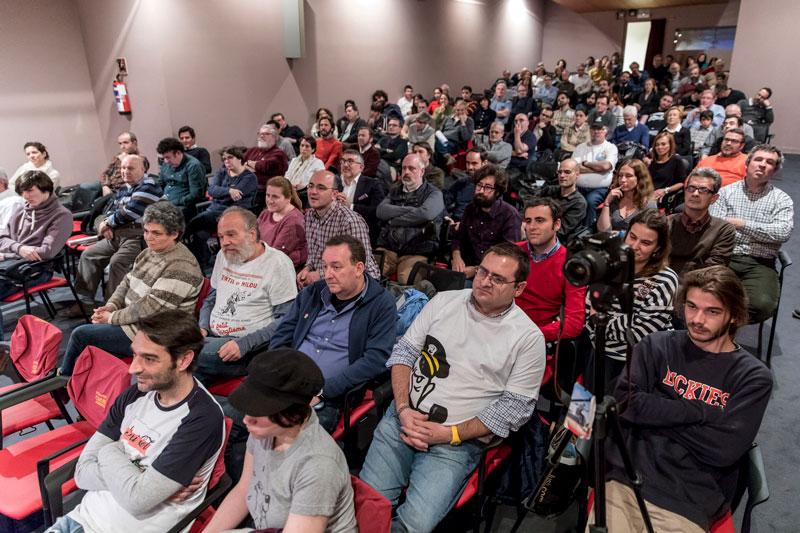 La sala, abarrotada. Foto: © Jesús Caso